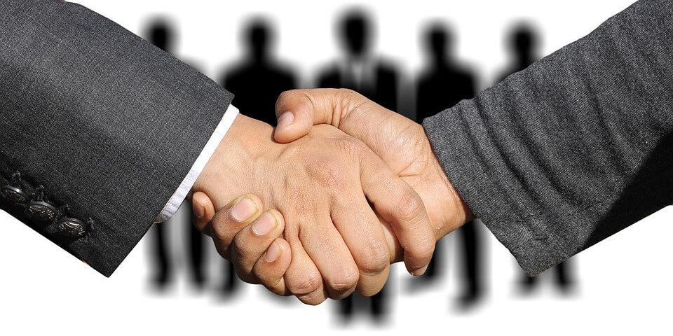 shaking-hands-3091908_960_720